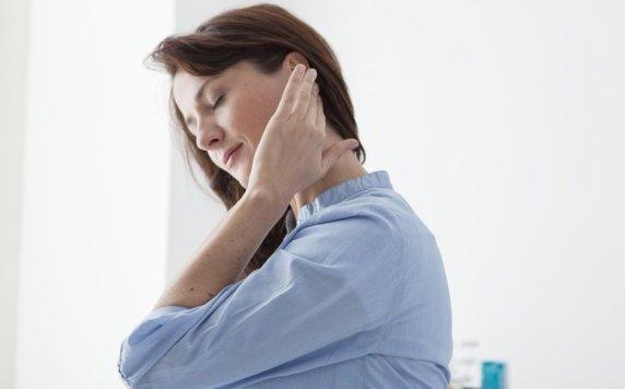 боль в висках у женщины